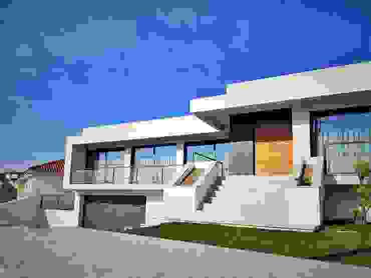 Jesus Correia Arquitecto Moderne Häuser Ziegel Weiß