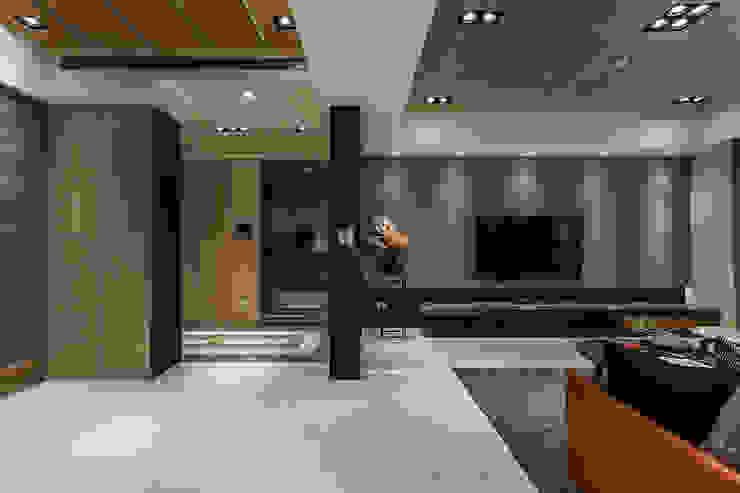 三輝君匯 现代客厅設計點子、靈感 & 圖片 根據 祥祥設計有限公司 現代風