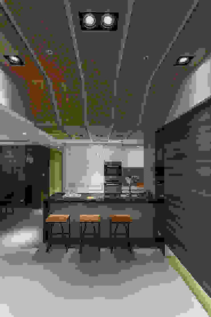 三輝君匯 現代廚房設計點子、靈感&圖片 根據 祥祥設計有限公司 現代風
