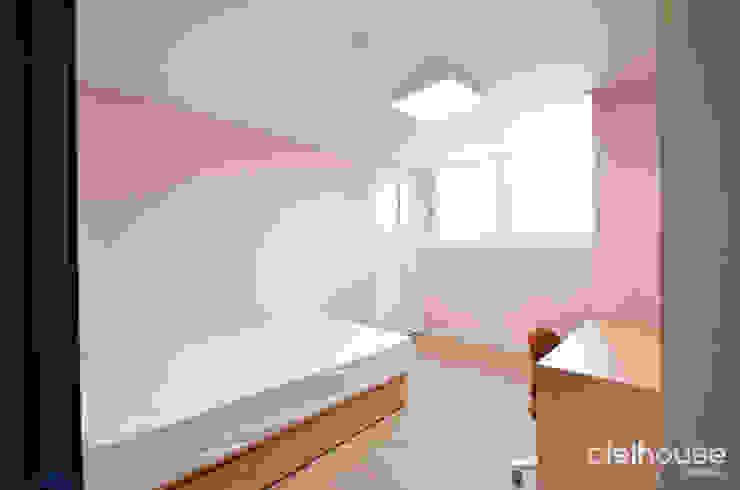 심플한 모노톤으로 바뀐 34평 아파트 인테리어 스칸디나비아 침실 by 씨엘하우스 북유럽