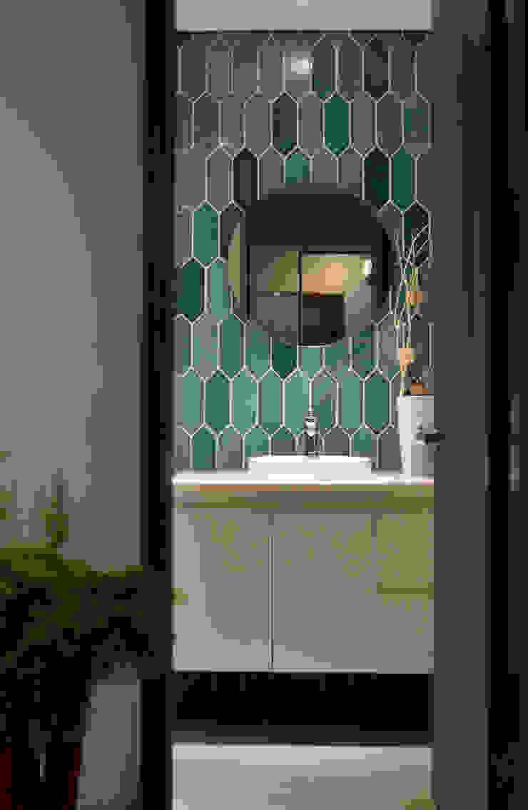 Modern bathroom by 星葉室內裝修有限公司 Modern