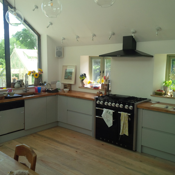 Kitchen & Dining Extension, Popes Hill, Newnham, Forest Of Dean. Modern Kitchen by Bruton Young Design Modern Solid Wood Multicolored