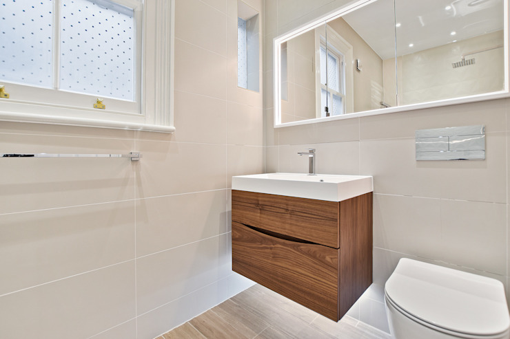 Case Study: Richmond, Surrey 現代浴室設計點子、靈感&圖片 根據 BathroomsByDesign Retail Ltd 現代風