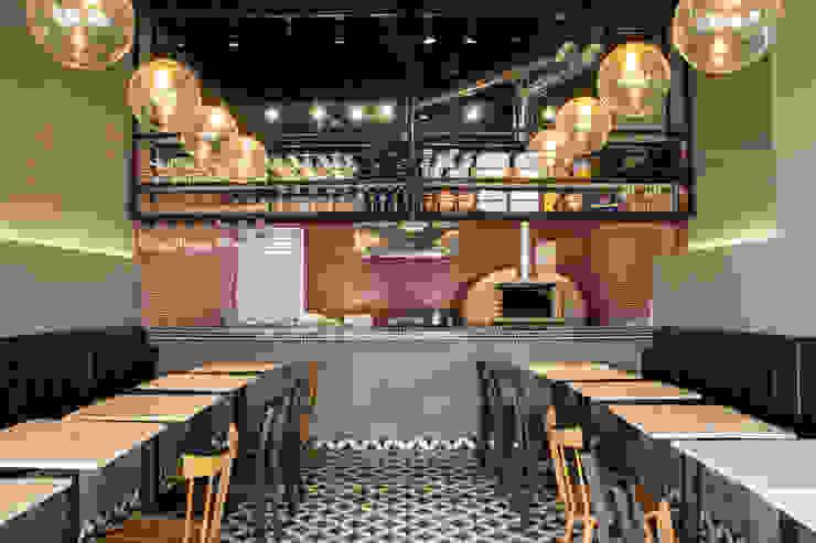 Espaços gastronômicos rústicos por CASA DINAMICA | Arquitectos de Interiores | Bogotá Rústico Cerâmica