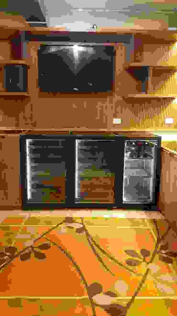 EDR - Adegas Climatizadas Eclectic style wine cellar Iron/Steel Black