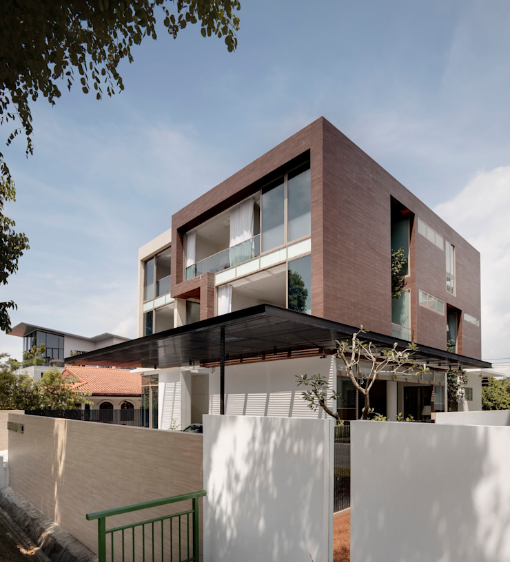 4 Connecting Voids House at 21 Jalan Mariam Modern houses by Lim Ai Tiong (LATO) Architects Modern