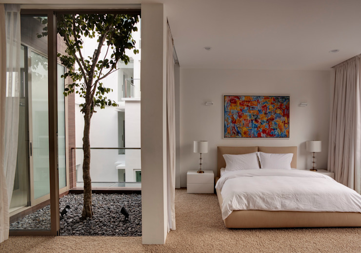 4 Connecting Voids House at 21 Jalan Mariam Modern style bedroom by Lim Ai Tiong (LATO) Architects Modern