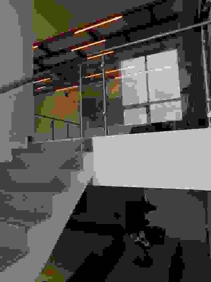 Interior Modern corridor, hallway & stairs by Inspire Interiors & Archcons India Pvt Ltd Modern