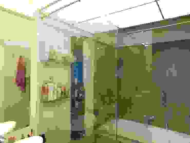 Interior Modern bathroom by Inspire Interiors & Archcons India Pvt Ltd Modern