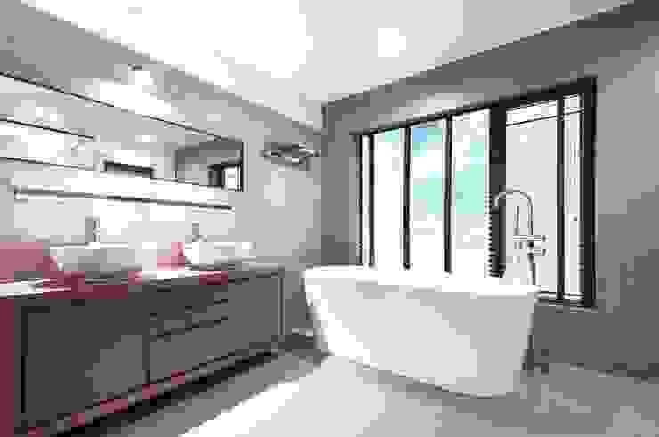 Master bathroom Modern Bathroom by Nomad Office Architects 覓 見 建 築 設 計 工 作 室 Modern Marble