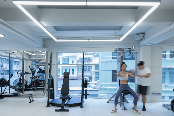 Gym workout area by Nomad Office Architects 覓 見 建 築 設 計 工 作 室 Minimalist