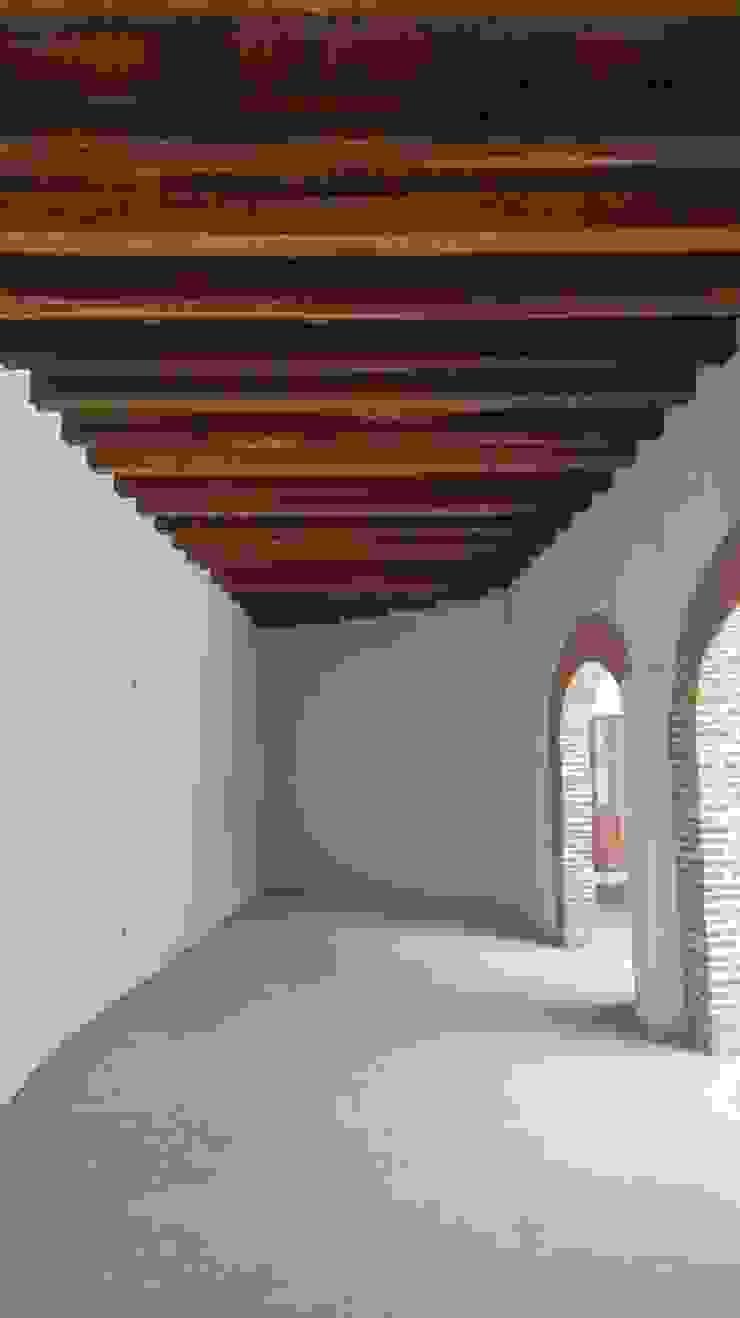 PROYECTO CALLE DEL CANDILEJO CON CALLE COCHERA DEL GOBERNADOR Habitaciones de estilo colonial de LAGART SAS Colonial Ladrillos