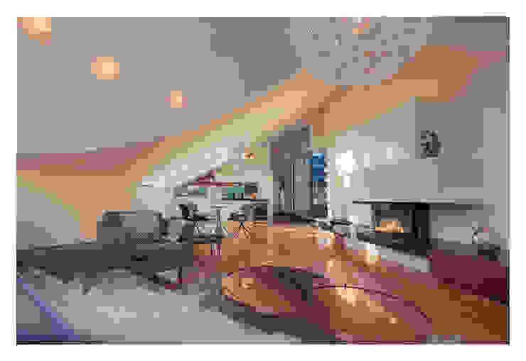 Home Staging einer Wohnung in 1140 Wien die zu VERKAUFEN ist !!! Moderne Wohnzimmer von VIENNA HOME STAGING Modern