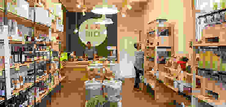 Bio al Sacco: vista dall'ingresso Rifò Negozi & Locali commerciali in stile industrial