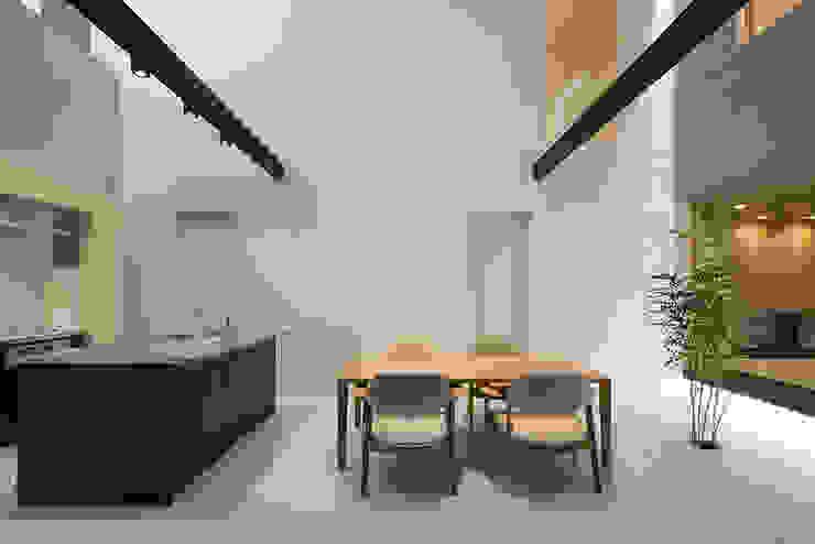 松岡淳建築設計事務所 Modern kitchen Silver/Gold