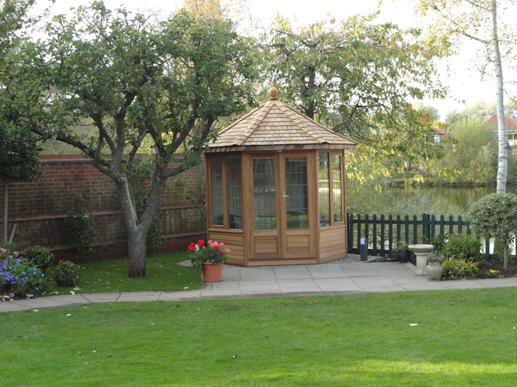 Windsor Summerhouse Country style garden by Chelsea Summerhouses Ltd Country