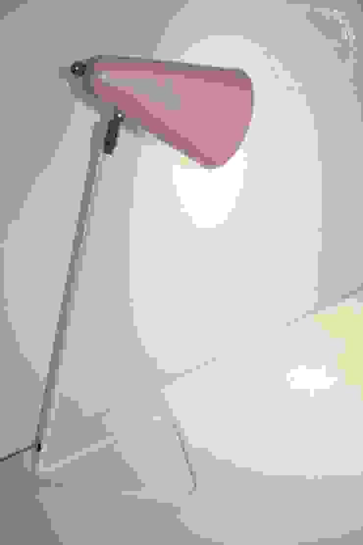 Trendy Teen room Modern style bedroom by Tamsyn Fowler Interiors Modern