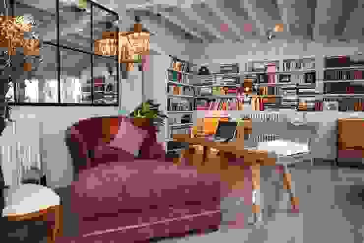 Apartamento en Madrid Estudios y despachos de estilo rústico de Natalia Ibáñez Rústico