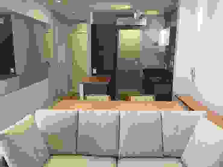 Wohnzimmer von ICONO Projetos e Interiores