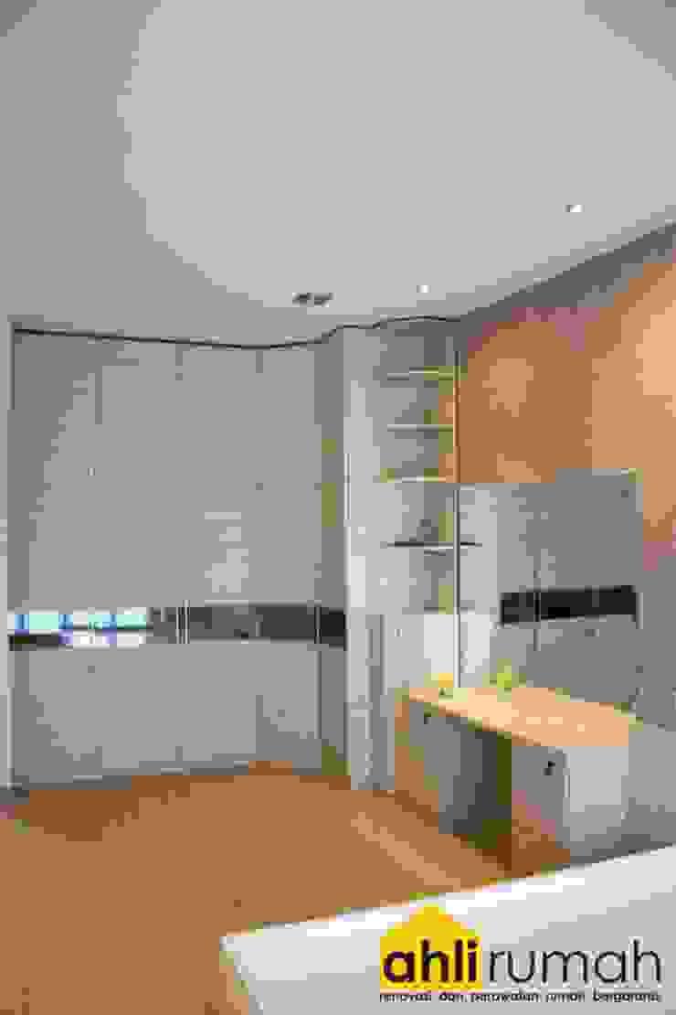 ahlirumah.id Modern style bedroom Wood White