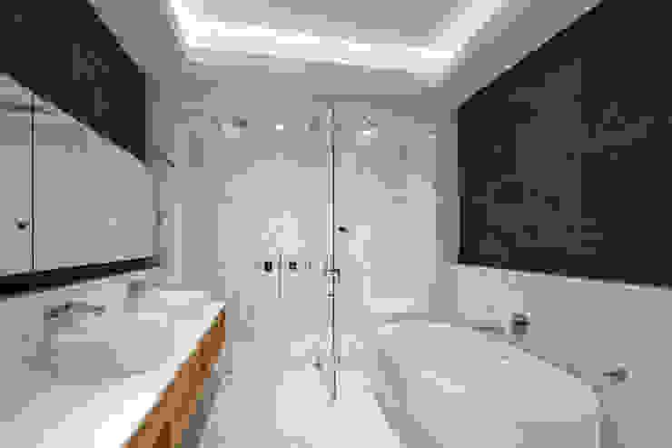 Soho Penthouse | Bathroom GD Arredamenti Bagno moderno Legno massello Variopinto
