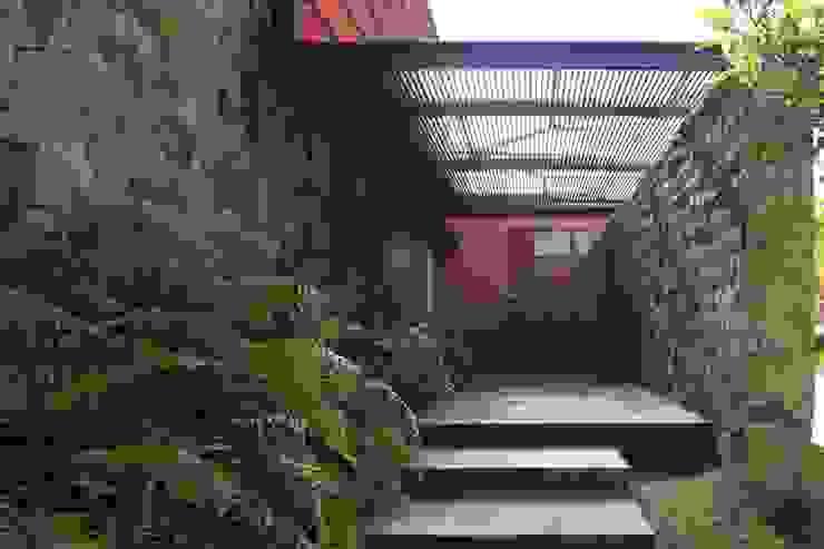 RED HOUSE Modern walls & floors by Hernandez Silva Arquitectos Modern