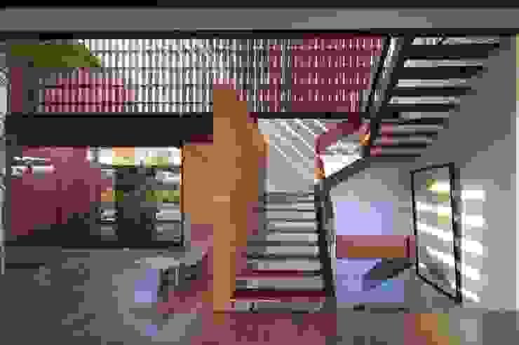RED HOUSE Hernandez Silva Arquitectos Escaleras
