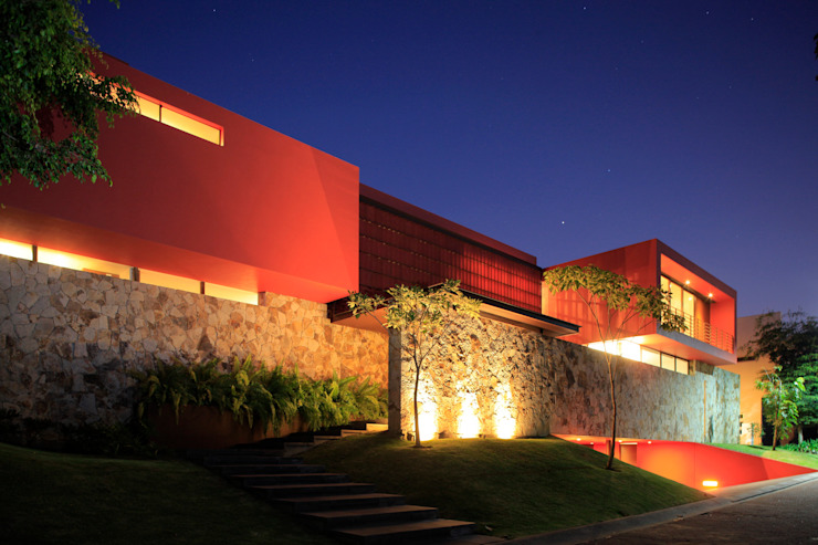 RED HOUSE Modern home by Hernandez Silva Arquitectos Modern