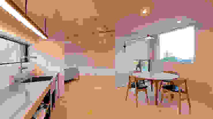 Salle à manger minimaliste par 有限会社MuFF Minimaliste Verre