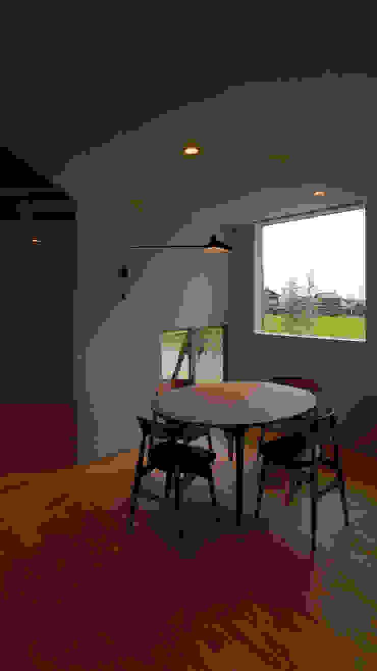 Fenêtres & Portes minimalistes par 有限会社MuFF Minimaliste Bois massif Multicolore