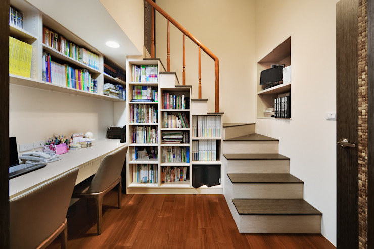 Modern Study Room and Home Office by 築室室內設計 Modern