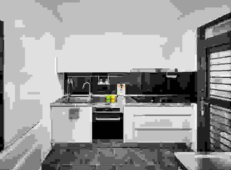 Minimalist kitchen by 築室室內設計 Minimalist