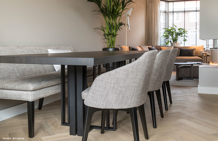 Phòng ăn phong cách hiện đại bởi choc studio interieur Hiện đại