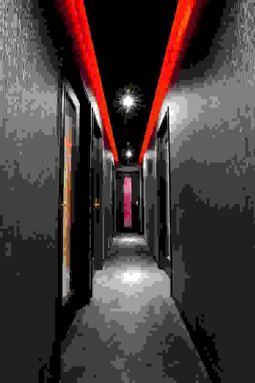 Moderne gangen, hallen & trappenhuizen van Yunhee Choe Modern Tegels
