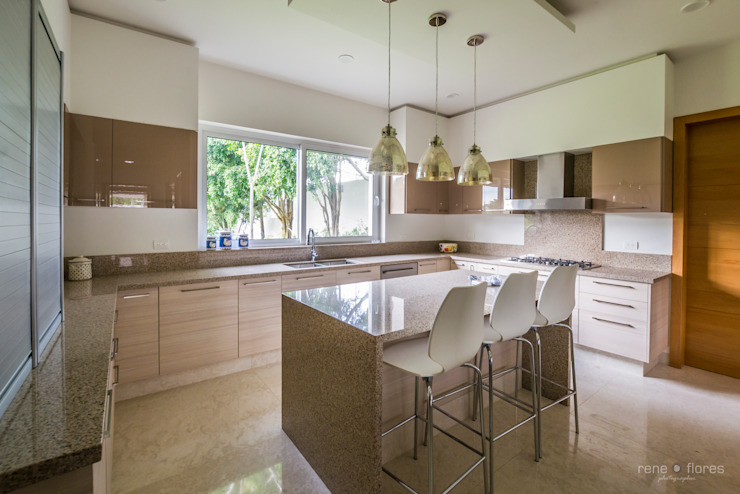 Built-in kitchens by René Flores Photography,