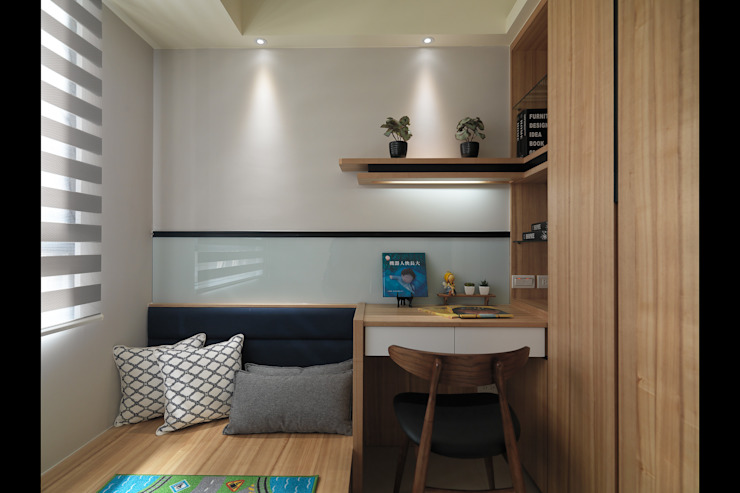 Camera da letto moderna di SY Lam Moderno