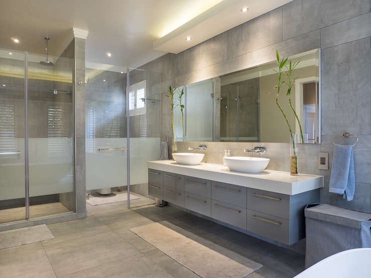 Houghton Residence: The bathroom Modern style bathrooms by Dessiner Interior Architectural Modern