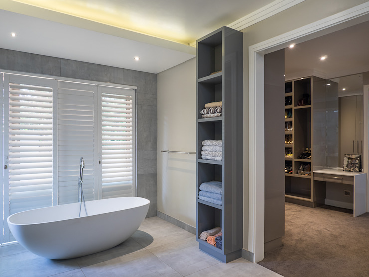 Houghton Residence: Effective bathroom storage Modern bathroom by Dessiner Interior Architectural Modern
