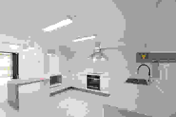 얀코인테리어 現代房屋設計點子、靈感 & 圖片
