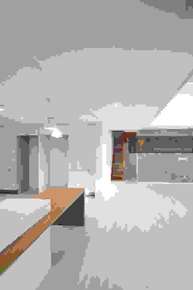얀코인테리어 现代客厅設計點子、靈感 & 圖片