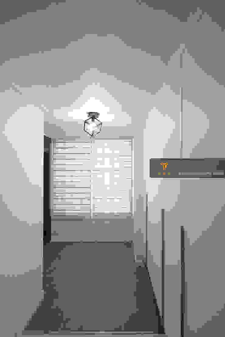 얀코인테리어 現代風玄關、走廊與階梯