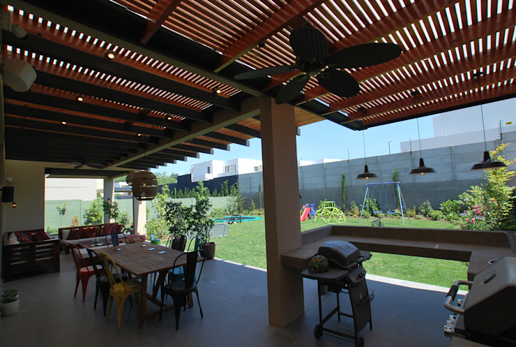 Quincho y terraza Balcones y terrazas modernos de Selica Moderno