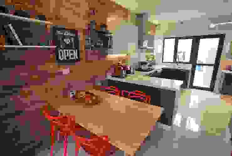 Dapur built in oleh Selica, Eklektik