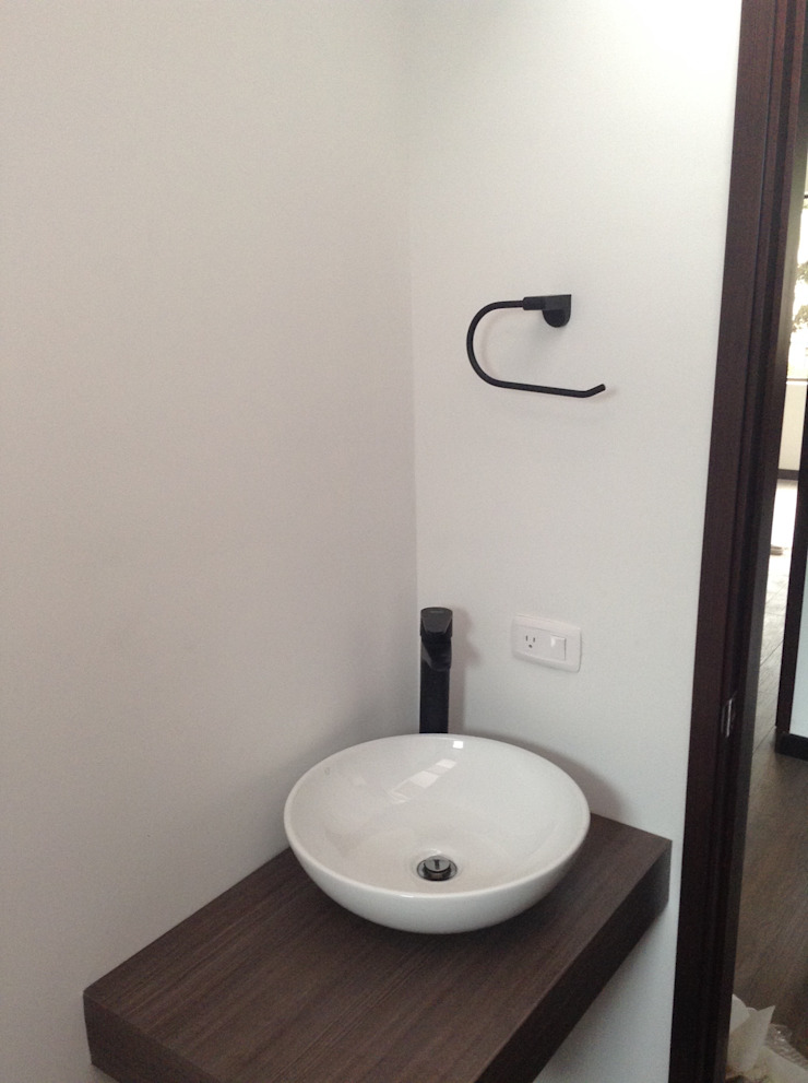 AMR estudio Minimalist bathroom
