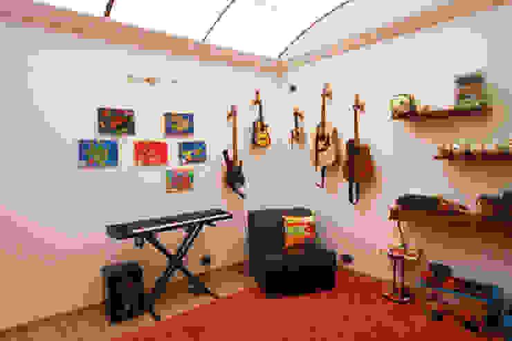 AMR estudio Ruang Studi/Kantor Modern