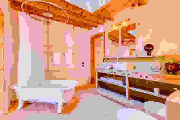 Ivo Santos Multimédia BathroomBathtubs & showers