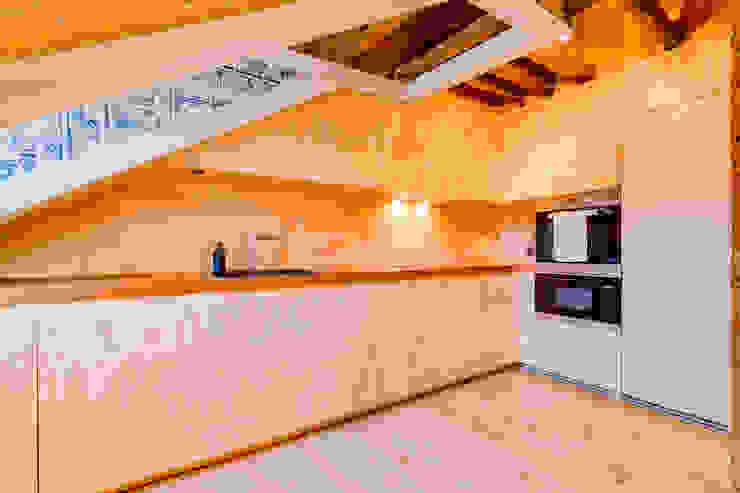 Ivo Santos Multimédia KitchenBench tops