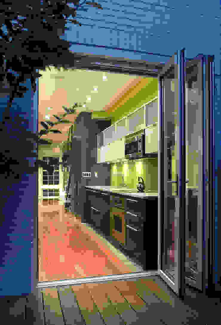 Foggy Bottom House Modern Kitchen by KUBE architecture Modern