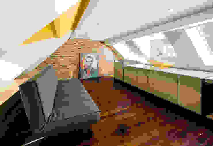 Warren Street Modern Living Room by KUBE architecture Modern