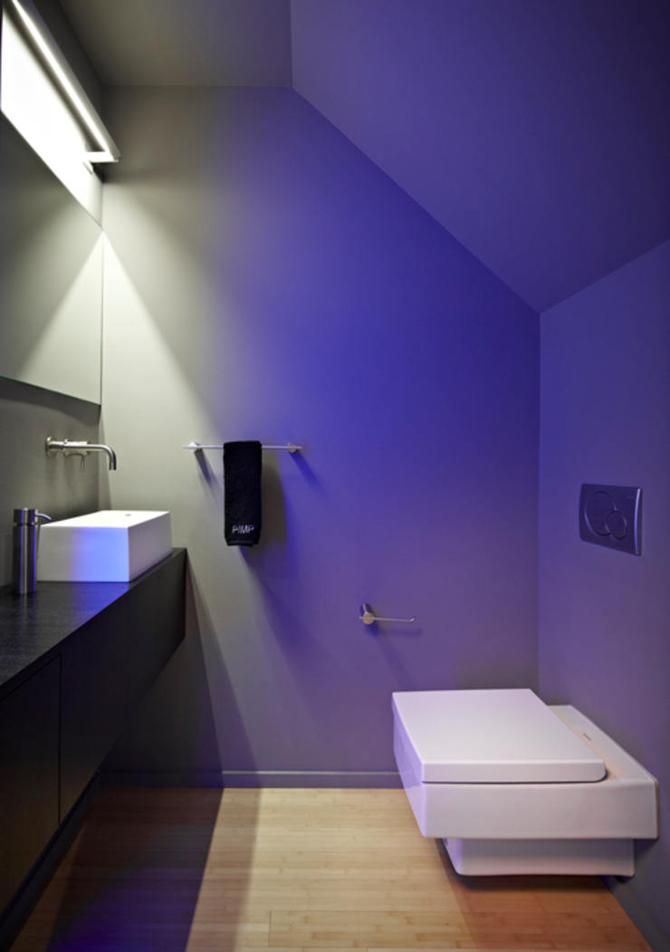 Klub Kitchen—Lenny's Place Modern Bathroom by KUBE architecture Modern